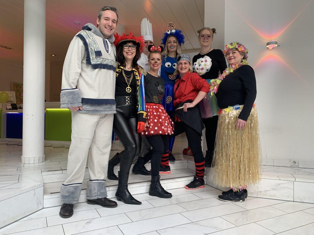 Team der Zahnarztpraxis Finkeldey an Karneval